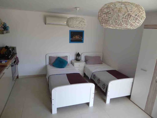 Additional sleeping area to bedroom 1