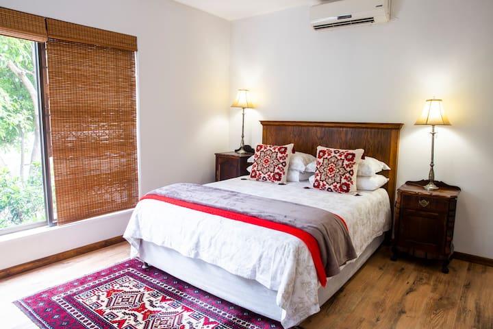 Bedroom 1,queen bed, air conditioned