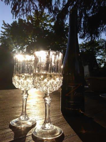 Weintrinken im Garten