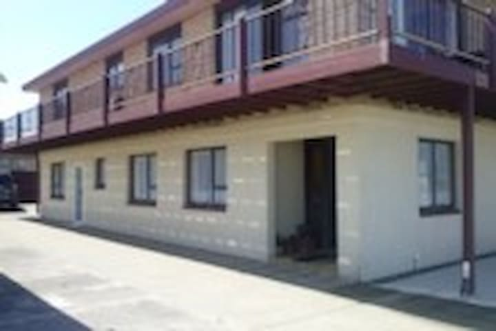 233 by the Sea - Lower Hutt - Pis