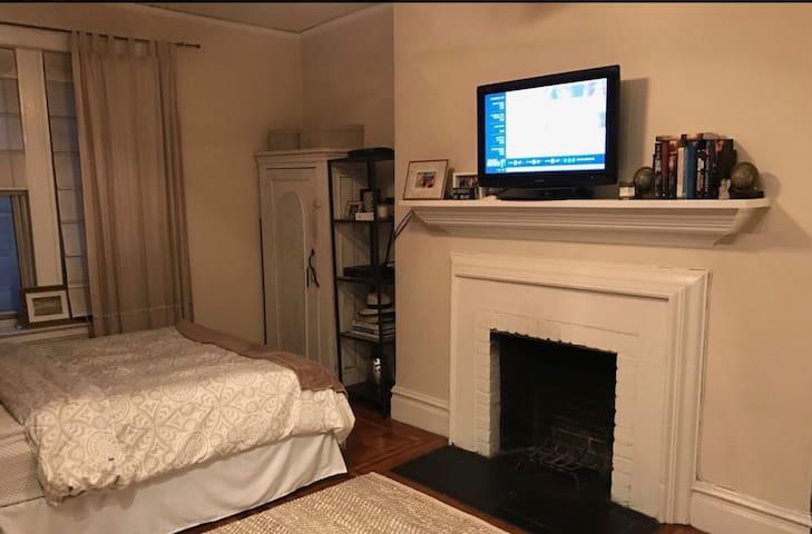 Cozy studio in West Village