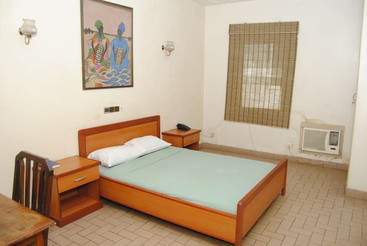 Cotonou: chambre MobyDick