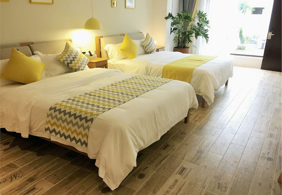 现代简约双床房