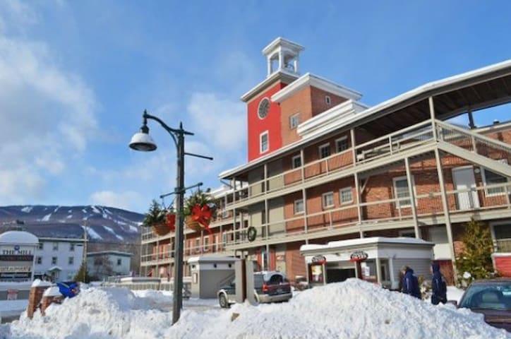 Ski Okemo - Prime Downtown spot in Historic Mill
