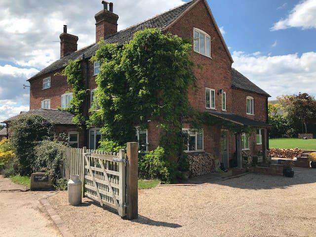 Heatley Hall Farm, fantastic 14 bed farm house