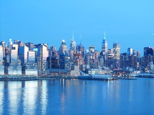 AMAZING NYC & RIVER VIEWS - 10MINS TO TIMES SQUARE