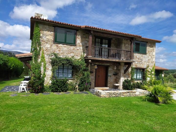 Casa Padrón cerca Rias Baixas con jardín y piscina