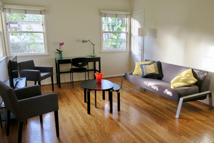 Stylish two bedroom cottage in Culver City