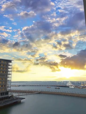 WATERFRONT DARWIN DELIGHT WITH AMAZING VIEWS