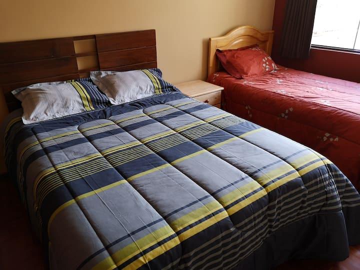 Departamento 2do piso,4 camas/7 huéspedes,cabletv.