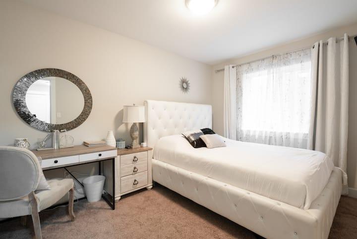 Cozy Retreat in NE Portland-Private Suite