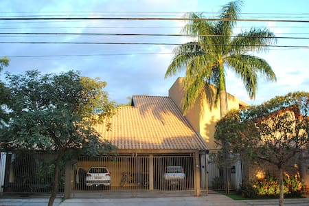 Suíte com jardim particular - bairro tranquilo. - Campo Grande