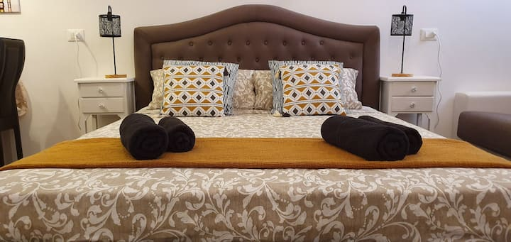 Santa Lucia, Modern & Charming Venetian Apartment!