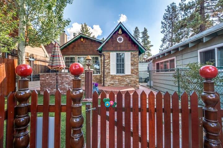 Ahhhdorable Vintage (Thomas Kinkade) Cottage Cabin
