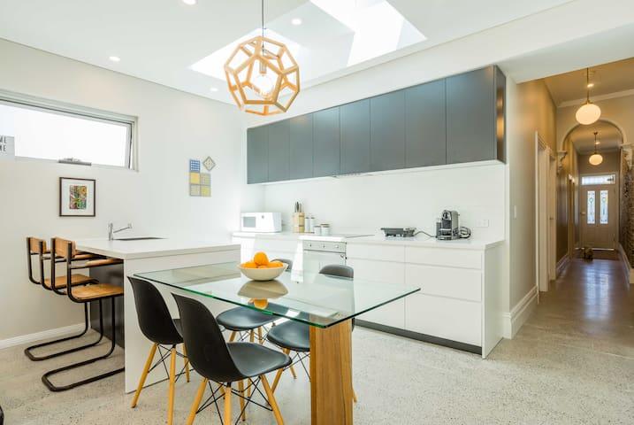 Modern Room & Bathroom in New House in Sydney