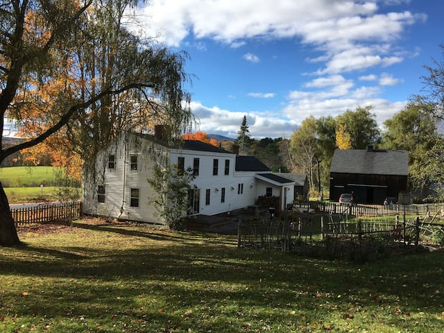 1820's Fully Restored Farmhouse - Camden - Dom