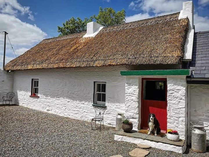 Trohanny Cottage Authentic Irish Thatched cottage