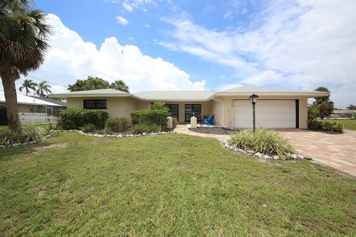 Bring your boat and enjoy this beautiful Country Club Shores pool home!