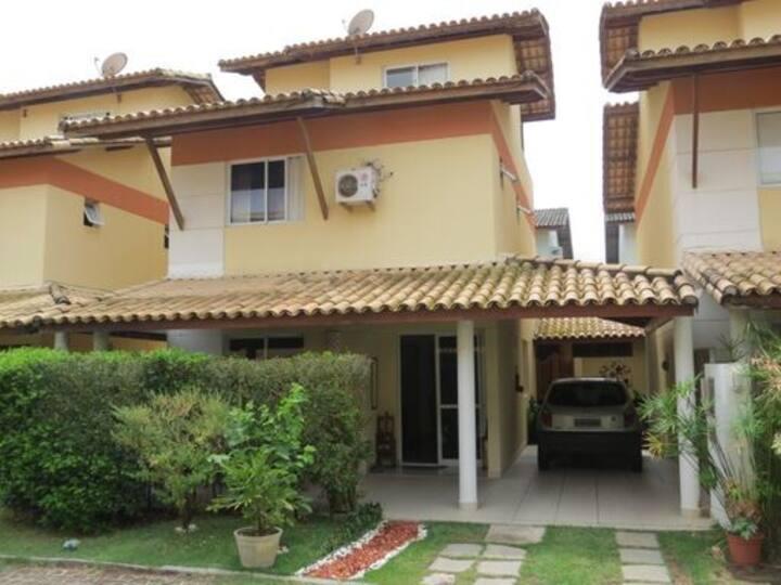Casa ampla próxima a praia de Itapoan.