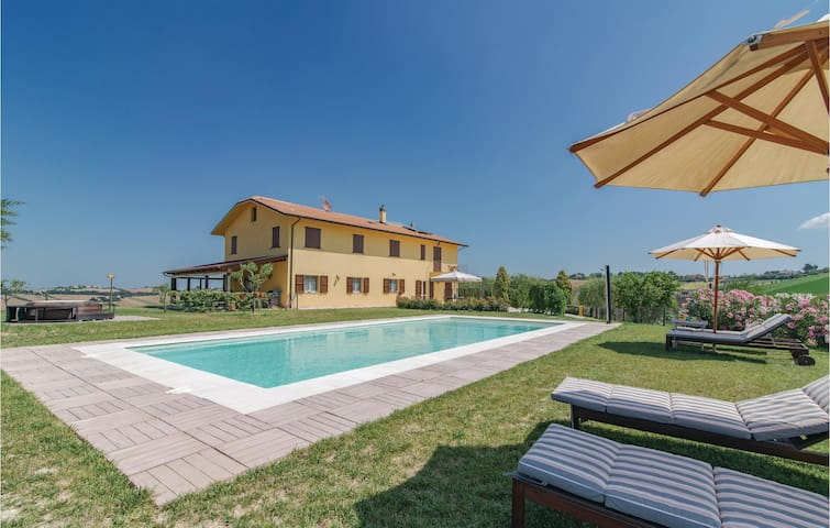 Semi-Detached with 5 bedrooms on 290m² in Ostra -AN-