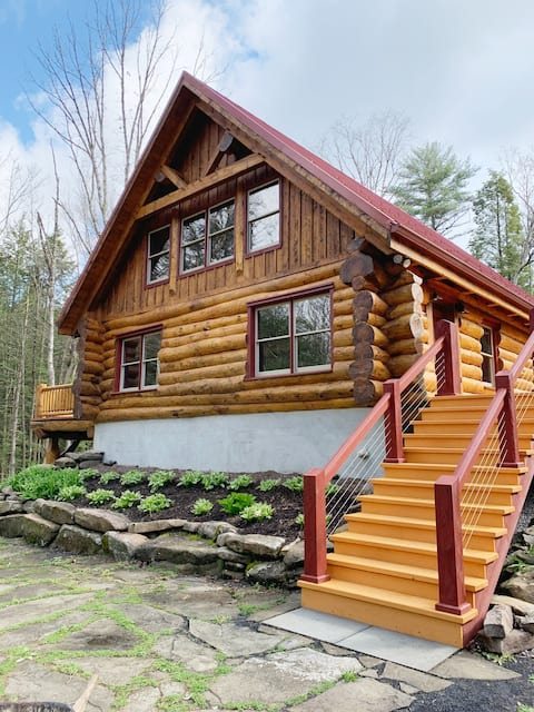 Private Log Cabin Home on Honey Creek