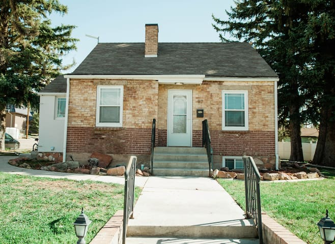 CLEAN 3 STORY HOME + 2 blocks from SUU