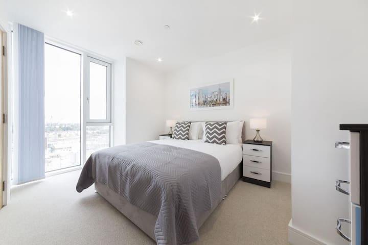 Luxury & Modern apartment located on 30th Floor