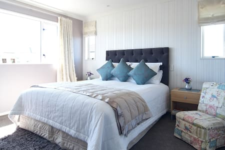 Luxurious modern sunny and friendly - Christchurch - Bed & Breakfast