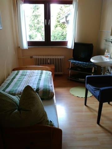 4Gäste Zimmer mit Bad auf dem Flur - Waldbröl - House