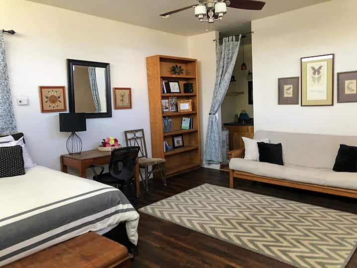 Cozy Rio Rico guesthouse with a view