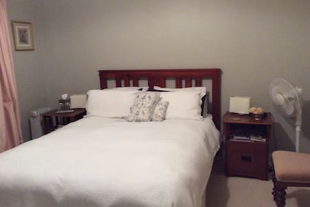 Litchfield Lodge Bed and Breakfast - Foster