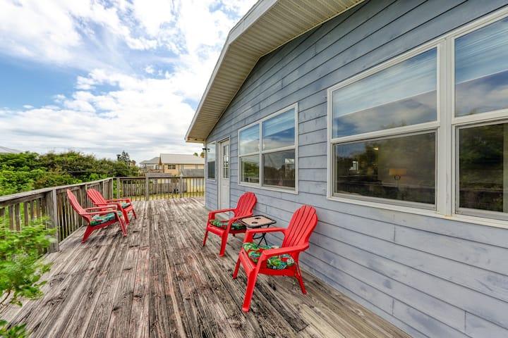 Dog-friendly home w/ beach access  & deck - snowbirds welcome!