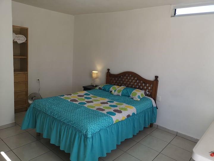 Comoda habitación... Limpia y ordenada.