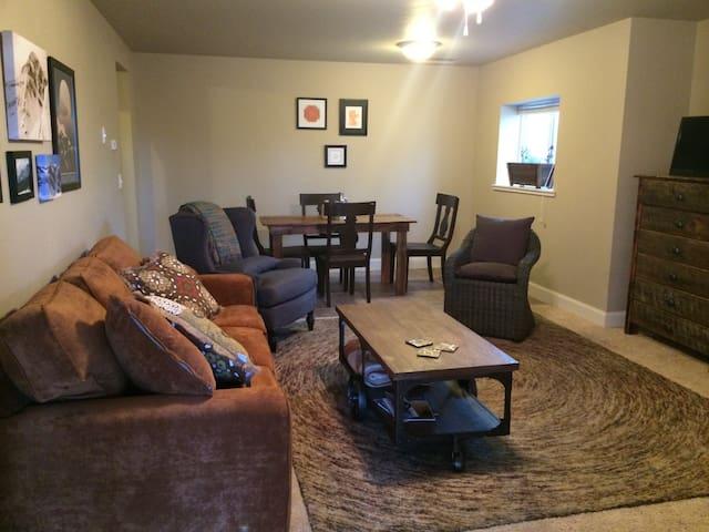 Cozy creekside lodging - Gallatin Gateway - Apartment