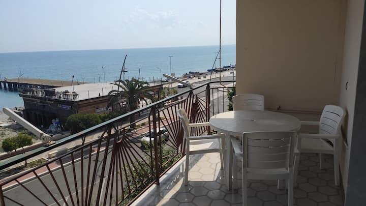 Beautiful apartment facing the sea!