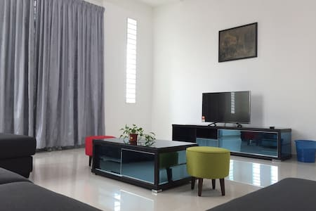 Conus Luxury Bungalow Homestay - Ayer keroh - Banglo