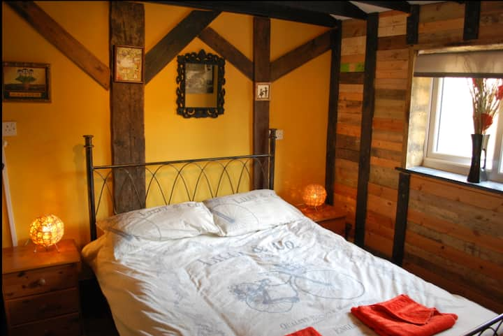 THE PADDOCK / THE BYRE - COTTAGE SLEEPING 6 YARM