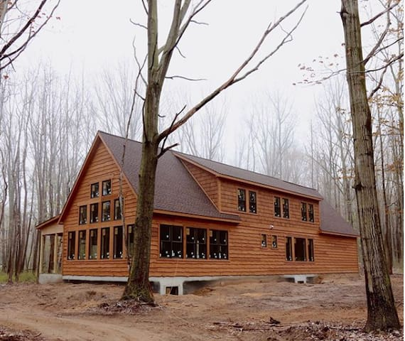 NEW BUILD Cabin in the Woods Steps from the Lake