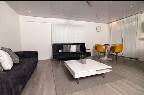 Eshae Living - Modern 2 Bedroom Seaview Apartment!