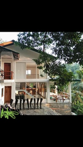 Palangan Hilltop Guest House - Tropical Retreat