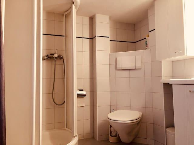 Kleines Studio mit Dusche für bis 2 Personen