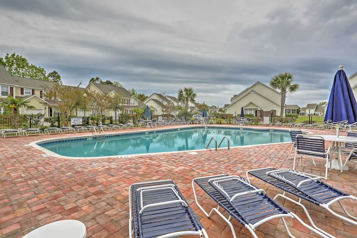 North Myrtle Beach Townhome w/Lanai & Pool Access