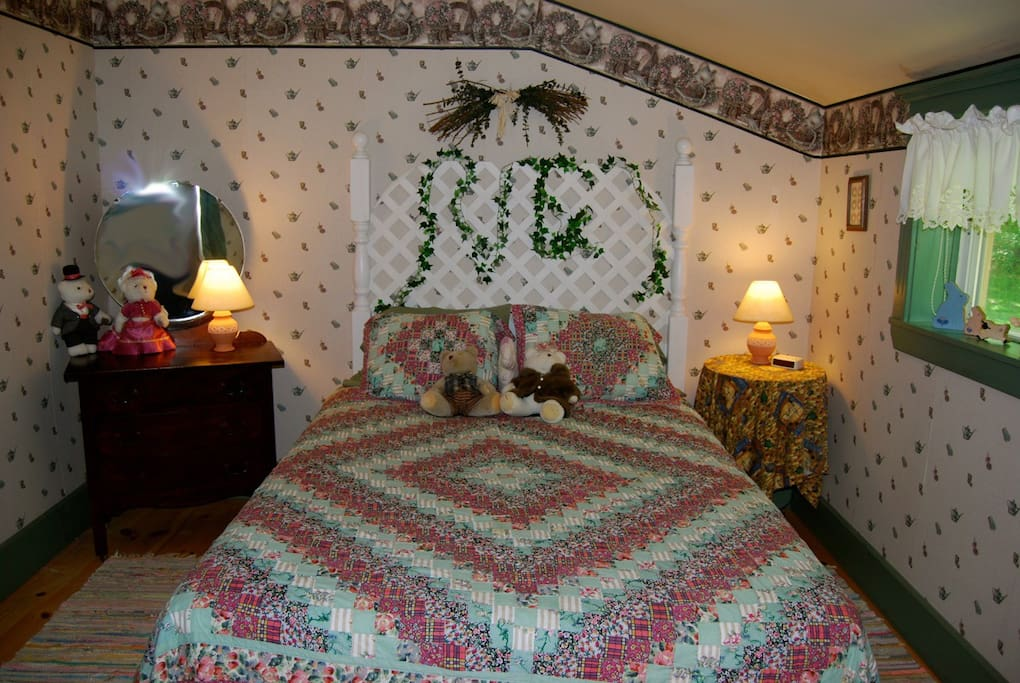 Comfy queen sz. bed, nestled next to our woods. Full bathroom is adjoining.