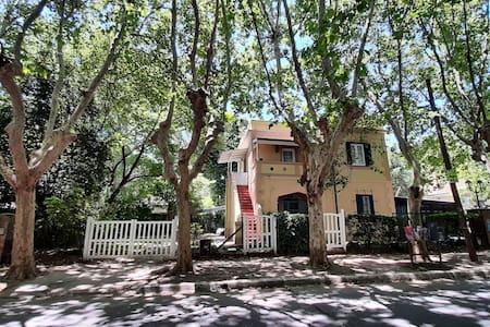 Casa Barrio Cervecero -con cochera -