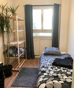 chambre privée dans une résidence arborée