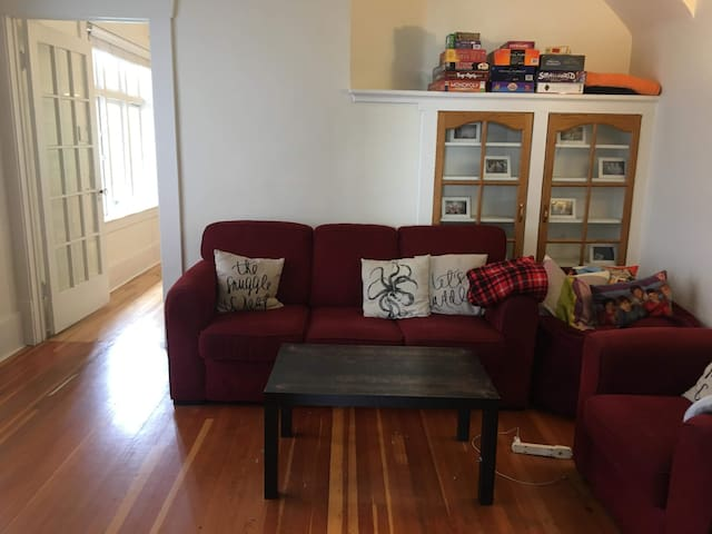2 month sublet in large house in Kitsilano!