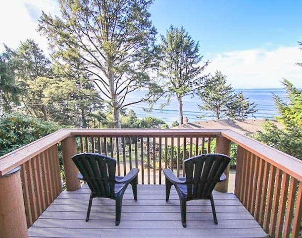 Pans Abode - Log Cabin Above the Pacific is Perfect Romantic Retreat with Ocean Views!