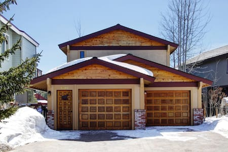 Tahoe Awesomeness with Hot Tub and Boat Dock! - South Lake Tahoe - House