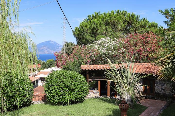 Villa with garden between sea and nature