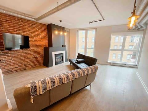 Trendy Gastown Converted Loft
